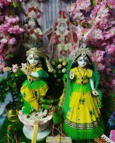 Radha Krishna Photo, Krishna Photos, Hare Krishna, Lord Krishna Wallpapers, Lord Krishna Images, Flower Wallpaper, Christmas Ornaments, Holiday Decor, Indian