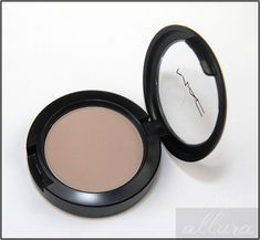 MAC eyeshadow in women, perfect color for most skin tones to be used as a light crease color, or a lid color for a light warm smokey eye. Pale Skin Makeup, Mac Makeup, Kiss Makeup, Makeup Art, Beauty Makeup, Contour For Pale Skin, Mac Eyeshadow, Eyeshadows, Makeup Techniques