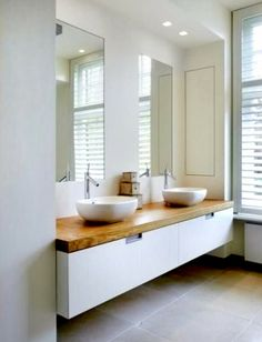 Beautiful bathroom for two with double vanity | Precioso baño para dos con doble lavabo · via www.chic-deco.com