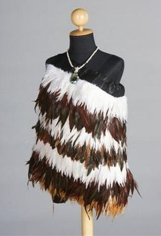 Brown and White Feather Cloak sample. Korowai cloaks created by the Ngati Koata Maori iwi ( tribe) are made from feathers that have been previously treated ( fumigated) by New Zealand Customs. Maori Designs, Maori Patterns, Flax Weaving, Feather Cape, Long White Cloud, Maori Art, Island Girl, Dance Dresses, Wearable Art