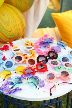 14 Birthday Party Ideas, Hippie Birthday Party, Colorful Birthday Party, Hippie Party, 50th Party, 4th Birthday Parties, 2nd Birthday, Flower Power Party, Bebe Shower