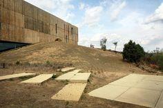 #Museu Arqueológico em Vila Nova de Foz #Côa, integrado no Parque e no Vale rico em gravuras #rupestres. Arquitectura de Camilo Rebelo e Tiago Pimentel