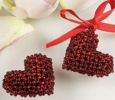 This is another great Valentine s Day gift idea - heart from Czech seed beads or Czech fire polished beads You can use some imitation pearl beads to make these hearts more cute and grace! This small easy-to-make handmade gift will be definitely a great Valentine Heart, Valentine Crafts, Valentines, Christmas Crafts, Beaded Jewelry Patterns, Beading Patterns, Heart Patterns, Bracelet Patterns, Beading Projects