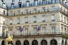 Grand Tradition pour l'hôtel Régina situé face au Louvre dans le 1er arrondissement. Un hôtel de caractère qui allie luxe traditionnel à la française dans un établissement chargé d'histoire.
