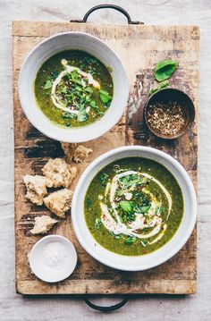 the soup 3 tbsp coconut oil (vegan) or butter 2-3 medium sized shallot, finely chopped 1 liter vegetable bouillon 500 grams frozen peas 300 gram fresh spinach, chopped 1 cup quinoa, precooked 1 celery stalk, finely sliced 1 handful mint leaves, chopped ½ tbsp ginger, crushed into pure 1 garlic glove, crushed salt and pepper ¼ cup extra virgin olive oil 2 handful fresh basil Serve with lemony mustard cashew sauce with  or garlic, honey tahini sauce