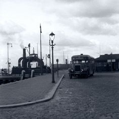 Rotterdam - Parkkade. Het wagenveer naar Charlois voer van september 1927 tot februari 1942. De opening van de Maastunnel maakte deze dienst overbodig.