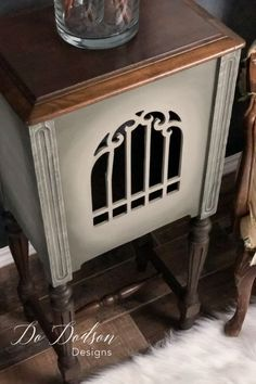 Flea market side table idea that will blow your mind! I can't wait to find another one! Why buy new when you can have a unique one of a kind masterpiece? Repurposed Items, Repurposed Furniture, Vintage Furniture, Painted Furniture, Refinished Furniture, Furniture Update, Furniture Makeover, Diy Furniture, Furniture Projects
