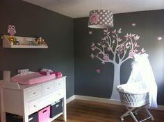 babykamer van Sylvia met lampen uil roze grijs