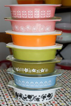 Love the colors. Love vintage pyrex!