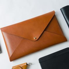 Handcrafted leather clutch. Perfect for a night out with your friends. Vegetable tanned leather.