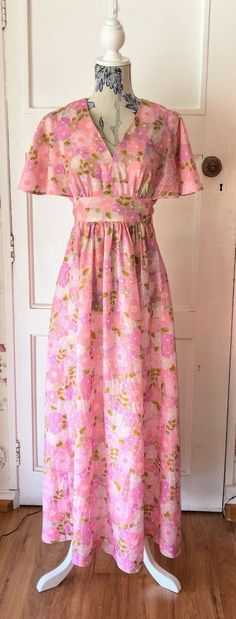 Sheer elastic short sleeves that are split to reveal the shoulders. Navy blue fabric with delicate floral print. Vintage Clothing, Vintage Outfits, Pink Floral Maxi Dress, Floral Prints, Short Sleeves, Fabric, Clothes, Ebay, Beautiful