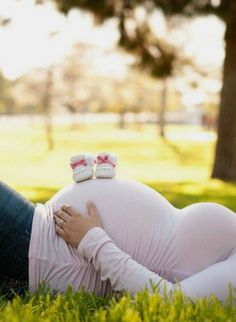 Ideas On How To Create Stunning Maternity Photos - TulamamaYou can find Maternity pictures and more on our website.Ideas On How To Create Stunning Maternity Photos - Tulamama Summer Maternity Photos, Couple Pregnancy Photoshoot, Outdoor Maternity Photos, Maternity Photography Outdoors, Maternity Poses, Photoshoot Ideas, Photography Ideas, Maternity Outfits, Girl Maternity Pictures