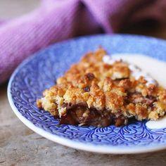 Äppelpaj – recept på knäckig smulpaj | Mitt kök Apple Pie, Waffles, Muffin, Breakfast, Desserts, Recipes, Morning Coffee, Tailgate Desserts, Apple Cobbler