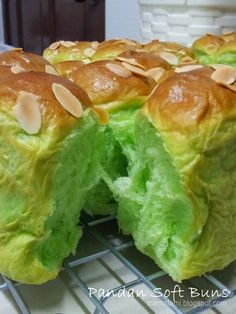 PANDAN SOFT BUNS Posted by MamaFaMi Ingredients : 500g high protein flour 50g milk powder 250ml chilled water 1/2 teaspoon pandan ...