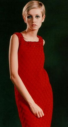 Twiggy dressed in a long red dress. Red is often a colour considered as quite daring but Twiggy because of her pixie hair-cut and figure she looks innocent and young. Sixties Fashion, Mod Fashion, Fashion Models, Vintage Fashion, Sporty Fashion, Fashion Pics, Fashion Women, Mary Quant, Top Models