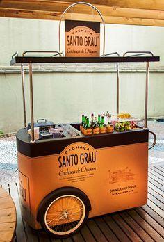 carrinho santo grau                                                       … Mobile Kiosk, Mobile Cafe, Mobile Shop, Coffee Carts, Coffee Truck, Coffee Shop, Kiosk Design, Cafe Design, Food Trucks