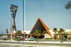 25 Beautiful Vintage Color Photographs of Streets of Los Angeles in the and ~ vintage everyday Modern Buildings, Modern Architecture, Google Architecture, San Gabriel Valley, West Covina, Googie, Mid Century Design, Mid-century Modern, Modern Design