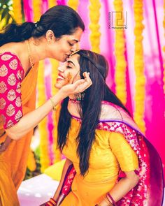 Haldi Ceremony Photos that Prove it is the Most Gleeful of All! Bridal Poses, Pre Wedding Photoshoot, Wedding Poses, Wedding Stills, Wedding Shoot, Indian Wedding Couple, Wedding Couple Photos, Indian Wedding Photography Poses, Family Photography