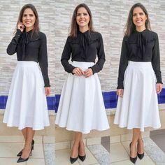 Lançamento: 🌺🍁Saia Karen🍁🌺 . Saia godê branca no tecido jacquard. .  Para comprar acesse nosso site: www.midimodas.com.br 📦Enviamos para todo o Brasil. 💳Parcelamos em até 3 vezes sem juros no cartão de crédito e no depósito bancário tem 10% de desconto. WhatsApp 62 9 8585-8800 Midi Skirt, Skirts, Outfits, Fashion, White Midi Skirt, Black Midi Skirt, White Skirt Outfits, Indian Skirt, White Fabrics