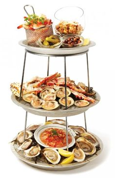 Ice Queens: four extravagant seafood platters perfect for ringing in the New Year - Gallery | torontolife.com