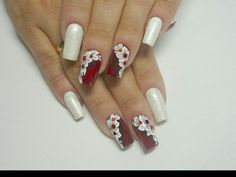 Do you want to lower your expenses and look good? Well I have twelve of the finest beauty methods to save lots of you money today and they are all completely thoroughly tested by me. Christmas Nail Designs, Christmas Nails, Nail Polish Designs, Nail Art Designs, Nail Pops, Rose Nail Art, Fabulous Nails, Flower Nails, Red Nails