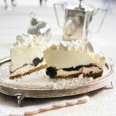 Das Rezept für Schneeflocken-Torte mit Amarena-Kirschen  und weitere kostenlose Rezepte auf LECKER.de