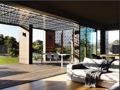 How gorgeous is this Australian house with laser-cut panels in its pergola?