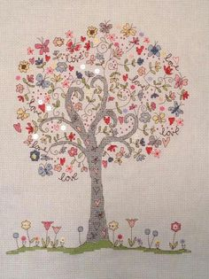 SUCH A SWEET TREE OF LIFE. Arbre de vie... ... Cross Stitching, Cross Stitch Embroidery, Cross Stitch Patterns, Snitches Get Stitches, Cross Stitch Tree, Medallion Quilt, Tree Quilt, Hand Embroidery Designs, Couture