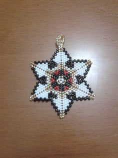 Beading Projects, Beading Tutorials, Beaded Jewelry Patterns, Beading Patterns, Peyote Stitch Patterns, Triangles, Beaded Christmas Ornaments, Beaded Crafts, Bracelets