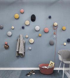 """""""Dots, dots, dots! I alle farger hos oss  Du finner de inne på www.nordiskehjem.no ✨De passer i alle rom! Vi har de i stua, i gangen og til og med på…"""""""