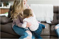 family lifestyle photographer Ottawa. Ottawa family photographer. Family photos ideas. Carleton place. Toddler with parents.