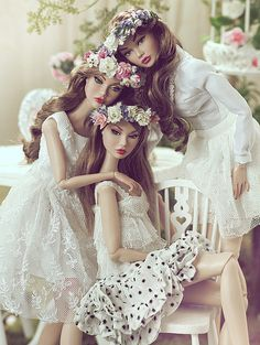 "Barbie Dolls : Image : Description Models: Poppy Parker ""Spicy in Spain,"" Poppy Parker ""Endless Summer,"" Poppy Parker ""Coney Island. Barbie Dress, Barbie Clothes, Barbie Doll, Pretty Dolls, Beautiful Dolls, Fashion Royalty Dolls, Fashion Dolls, Manequin, Poppy Doll"