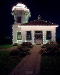 Silent night at the Mukilteo Lighthouse  #mukilteo #lighthouse #christmas #lights #holiday #night #nightscape #building #nature #pnw #pnwcollective #pacificnw #wa #washington #pnwonderland #thatpnwlife #upperleftusa #pnwwonderland #pacificnorthwest #komoLOZ #wildlycreative #ourpnw
