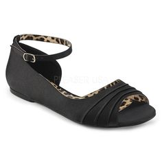 http://www.lenceriamericana.com/calzado-sexy-de-plataforma/39674-zapatos-bajos-saten-estilo-d-orsay-correa-tallas-grandes-40-a-48.html