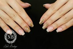 simple nails mixed with a touch of golden manual painted baroque model