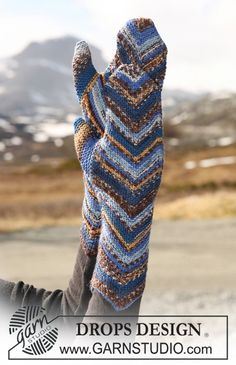 "DROPS mittens with zigzag pattern in ""Fabel"". ~ DROPS Design"