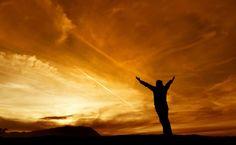 1. Quanto mais você está em um estado de gratidão, mais vai atrair coisas pelas quais ser grato Seja grato pelo que você tem, e vai acabar tendo mais. Foqu