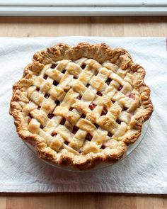 If you're going to go to the trouble of making a pie, I say go all out. Lattice pie crust, for the win! Don't be intimidated by the idea of making one yourself: it's much easier than its jaw-dropping good looks would have you believe. Let's walk through it one step at a time, shall we?