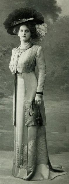 1910 elegant Edwardian suit Robe daprès