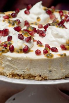 Granadilla Cheesecake with Yoghurt and Pomegranate Seeds Mini Desserts, Summer Desserts, African Christmas, Queen Cleopatra, Milk Tart, Cakes Plus, South African Recipes, Cheese Cakes, Pomegranate Seeds