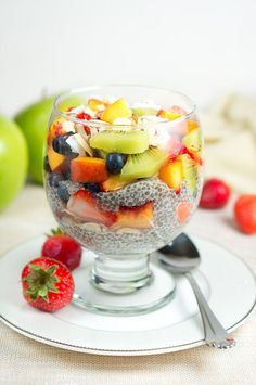 Fruit Chia Pudding Parfait - Quick healthy and perfect to whip up for dessert or for breakfast! Brunch Recipes, Breakfast Recipes, Dessert Recipes, Easy Healthy Breakfast, Breakfast For Kids, Vegan Breakfast, Breakfast Ideas, Healthy Desserts, Healthy Recipes