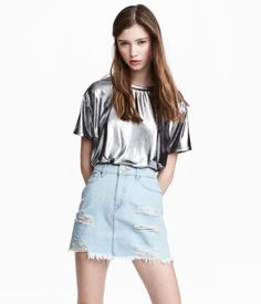 Silver-colored. Short, wide-cut top in shimmery metallic jersey with a round neck and short sleeves.