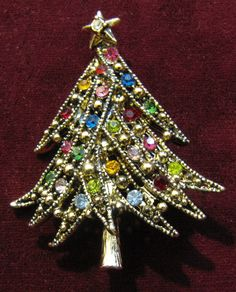 Vintage Hollycraft Christmas Tree Pin