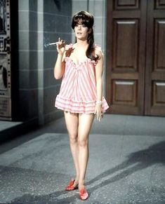 """Natalie Wood in """"Penelope,"""" 1966 Natalie Wood, Old Hollywood Stars, Vintage Hollywood, Classic Actresses, Beautiful Actresses, Hollywood Actresses, Good Looking Women, Actrices Hollywood, Girl Smoking"""