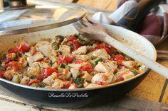 Pollo alla poverella. Un piatto veloce, semplice, economico, con ingredienti comunemente in casa, e molto gustoso. Adatto a tutta la famiglia.