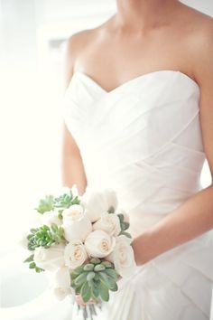the front of this dress is so pretty. and if i was guaranteed a rain free day, i would want my wedding to be outside.