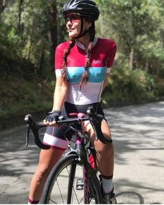 Girls and Bikes Road Bike Women, Bicycle Women, Bicycle Race, Bicycle Girl, Mountain Biking Women, Cycling Girls, Cycle Chic, Bike Style, Biker Girl