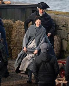 Sam y Cait  Rodaje Outlander Season 3 en Dunure Repost @ScottishSun (Twitter)  #SamHeughan  #CaitrionaBalfe  #SamCait  #JamieFraser  #AMalcolm  #ClaireFraser  #Outlander  #OutlanderSeason3  #Voyager