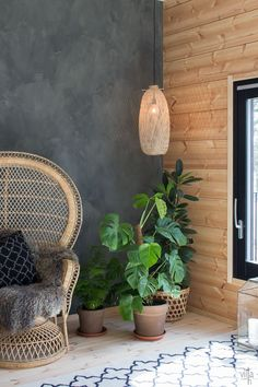 ASUNTOMESSUT 2017: HONKA INK Cabin Interior Design, Interior Decorating, Cabin Homes, Log Homes, Living Room Tv Unit Designs, Modern Loft, Cabin Interiors, Inspiration Wall, Wall Wallpaper
