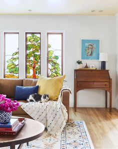 Sara's Mom's Living Room Is Back With A Much Needed Personal Update - Two Years Later - Emily Henderson Apartment Sofa, Apartment Living, Dream Apartment, Studio Apartment, Apartment Ideas, Living Room White, Paint Colors For Living Room, Living Room Furniture, Living Room Decor